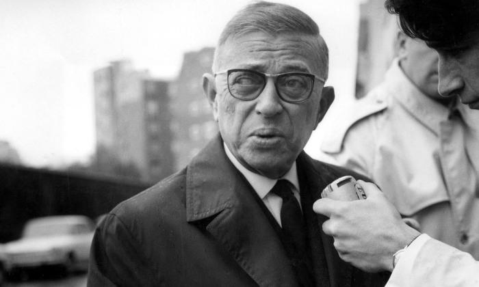 Жан-Поль Сартр на встрече с журналистами./Фото: scrapsfromtheloft.com