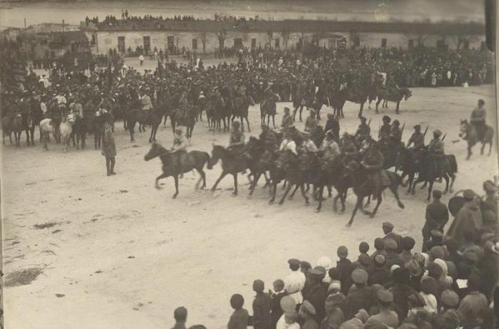 Встреча красноармейцев. /Фото: 187011.selcdn.ru