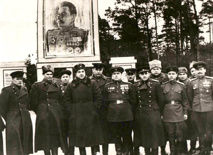 В. С. Абакумов с группой чекистов. 3-й справа в 1-м ряду. /Фото: i.pinimg.ru