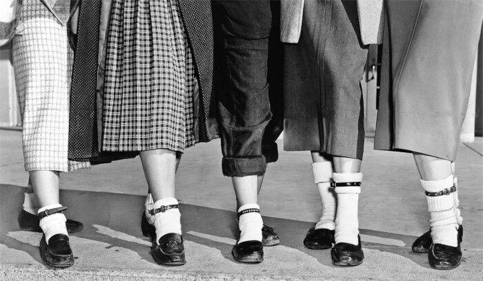 Зимой носили валенки, летом — туфли с носочками. /Фото: itexts.net