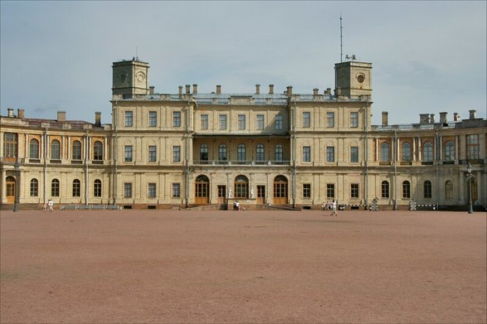 Гатчинский дворец, в котором, по легенде, 100 лет хранились громкие пророчества Авеля./Фото: i1.wp.com