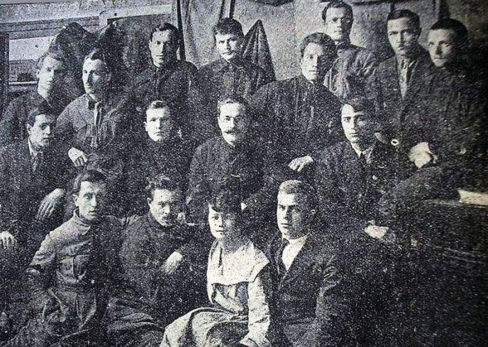 Литературное украинское сообщество «Плуг», членом которого являлся Головко. /Фото: slide-share.ru