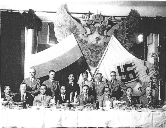 На банкете в Харбине. Декабрь 1934 года (К. В. Родзаевский сидит второй слева). /Фото: cdn.net