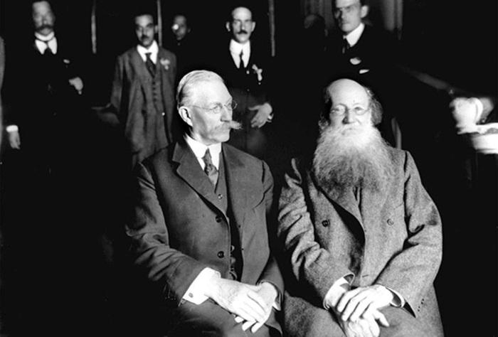 Павел Милюков и Пётр Кропоткин — участники Государственного совещания. Москва, 1917 год./Фото: pbs.twimg.com