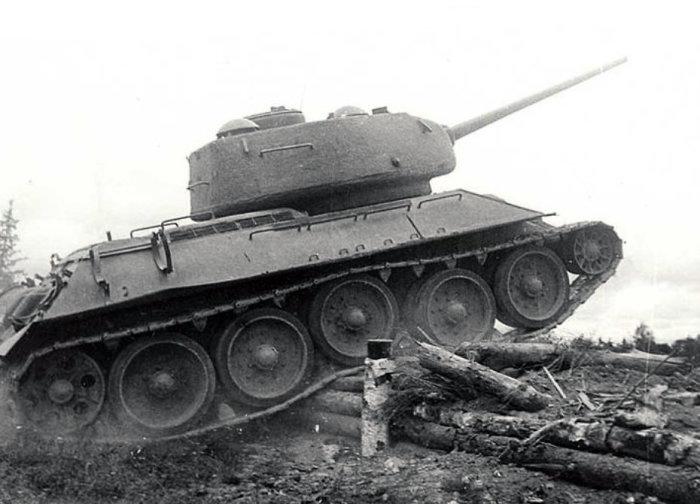 По окончании училища Е. Кострикова стала командиром танка Т-34. /Фото: militaryarms.ru