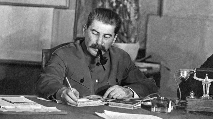 Сталин приблизил Абакумова и отдалил Берия. Но в конце концов и Виктор Семёнович также попал в немилость. /Фото: cdn.iz.ru