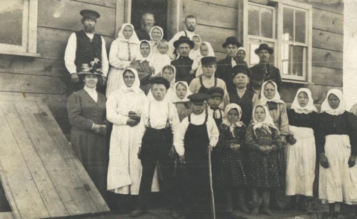 Члены общины духоборов./Фото: avatars.mds.yandex.net