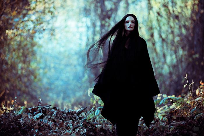 Черная одежда во сне могла означать близкую смерть. /Фото: darkbeautymag.com