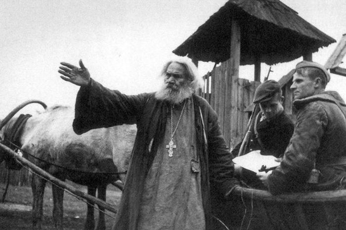 Как настоящие добрые пастыри, архиереи и священники разделили со своим народом все тяготы войны. /Фото: pokrov.pro
