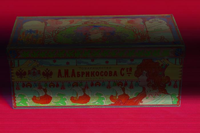Жестяная коробка для сладостей от Абрикосова, сохранившаяся до наших дней./Фото: zolotoy-mayatnik.ru