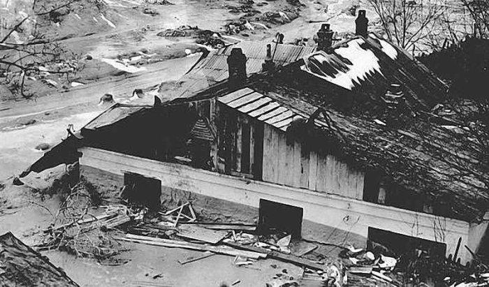 Разрушенными оказались сотни зданий. /Фото: img-fotki.yandex.ru