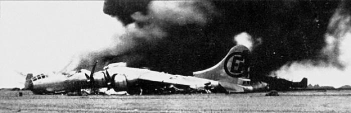 Обломки американского бомбардировщика. /Фото: avatars.mds.yandex.net