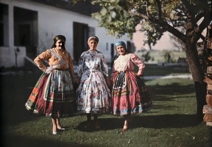 Венгерские крестьянки в национальных костюмах. /Фото: thespirit.ru