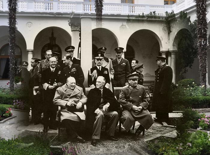 Легендарная Ялтинская конференция в Ливадийском дворце. /Фото: img-fotki.yandex.ru