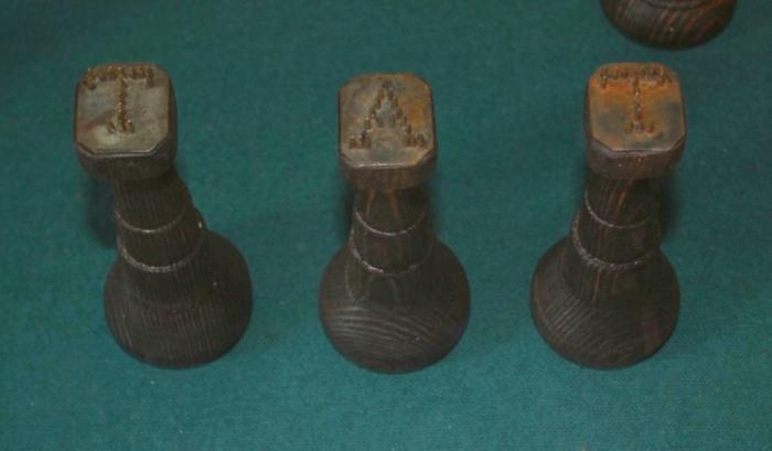 «Тать» означало вор, первые три буквы проставлялись как клеймо. /Фото: torturesru.com