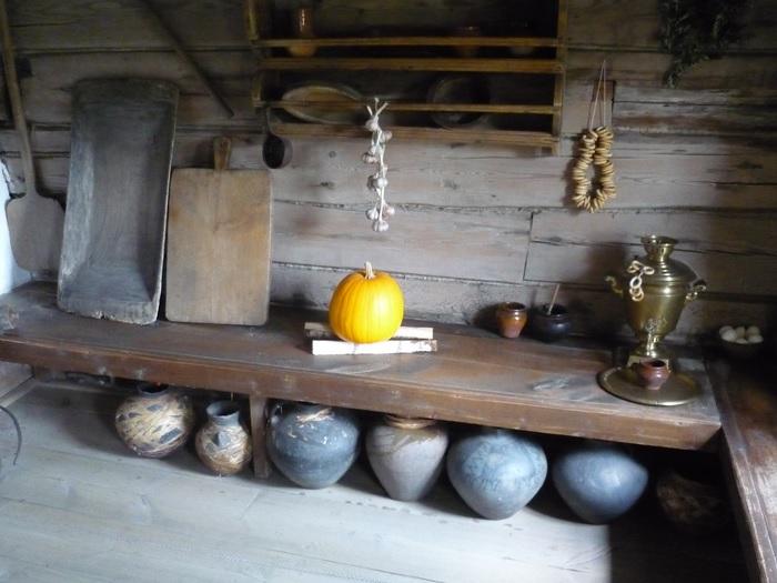 Нарами крестьяне называли широкие лавки, установленные вдоль стены. /Фото: img1.liveinternet.ru