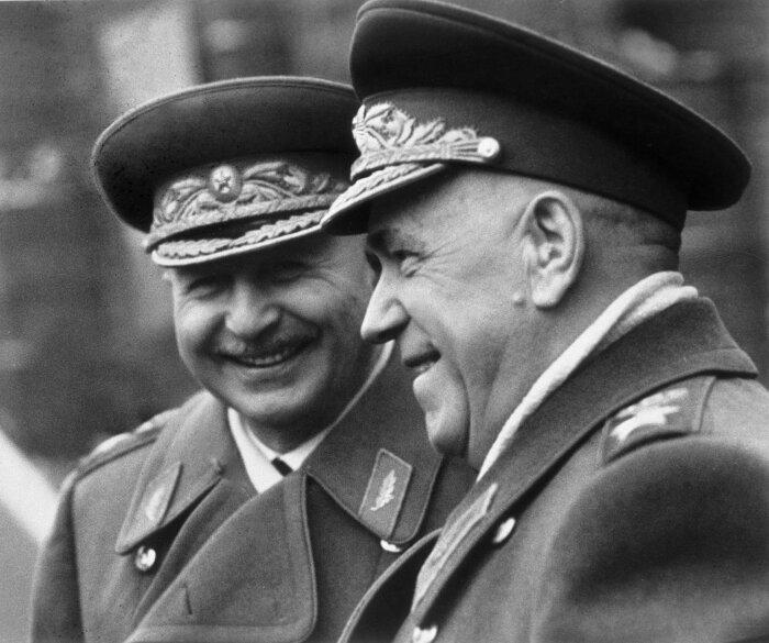 Верные друзья Жуков и Баграмян. /Фото: cdn12.img.sputnik.by