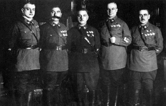 5 первых маршалов СССР. /Фото: avatars.mds.yandex.net