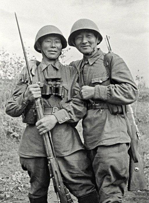 Семен Номоконов и Тонган Санжиев. /Фото: avatars.mds.yandex.net