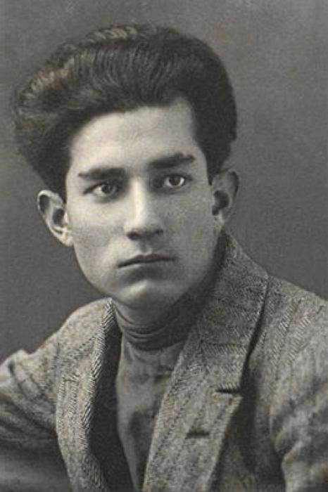 Юный поэт и художник. /Фото: cdn.turkaramamotoru.com