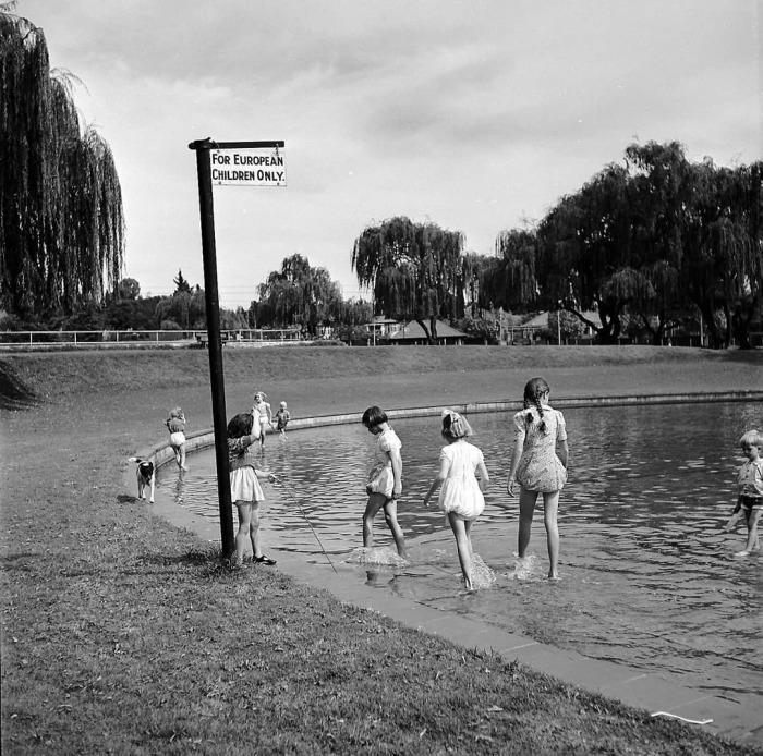 Пруд только для белых детей — 1959 год.