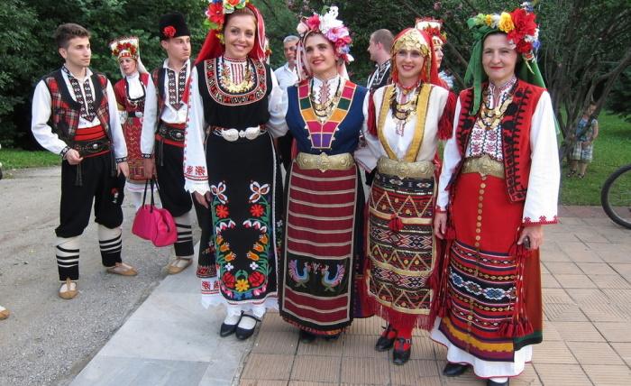 Болгарские национальные наряды./Фото: megapolus-nn.ru