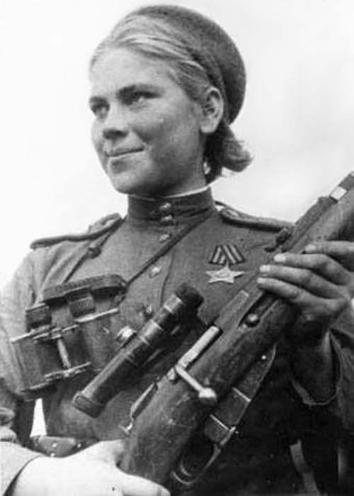 Роза Шанина – советский одиночный снайпер отдельного взвода снайперов-девушек 3-го Белорусского фронта, была известна способностью вести точную стрельбу по движущимся целям дуплетом (двумя идущими друг за другом выстрелами)./Фото: dailygeekshow.com