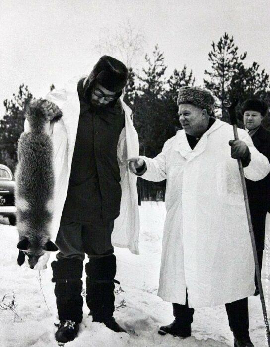 Фидель Кастро и Хрущев на охоте в СССР. /Фото: i2.wp.com