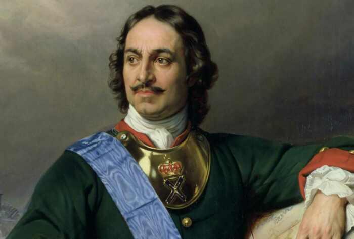 У Петра I были длинные волосы, а парик он носил вместо шапки. /Фото: gazeta-pedagogov.ru