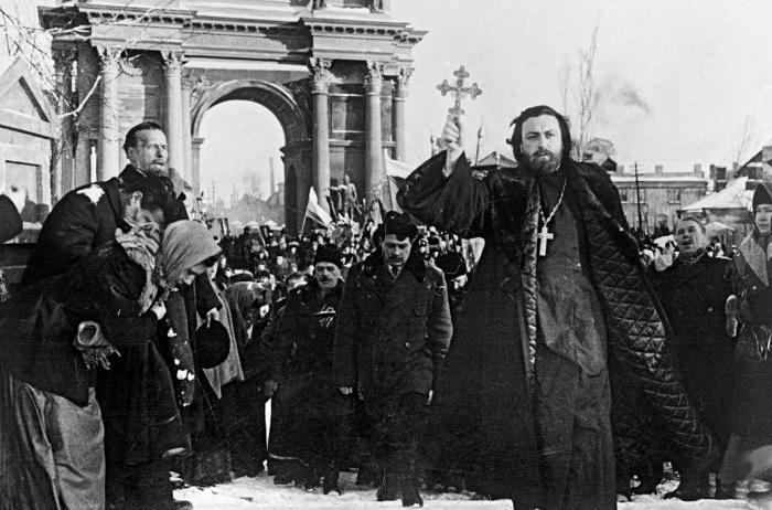 По разным данным, в этот день погибли от 60 до 1000 человек./Фото: story.ru