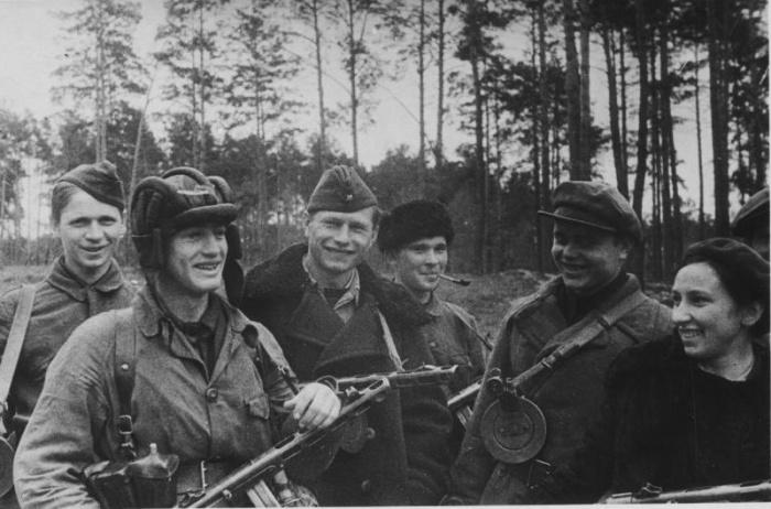 Командир отряда имени Буденного (справа). /Фото: 187011.selcdn.ru