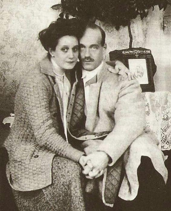 Михаил Романов с женой Натальей Брасовой. /Фото: i.pinimg.com