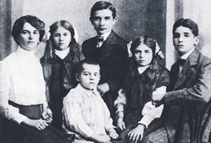 Инесса Арманд и её дети./Фото: kioskplus.ru