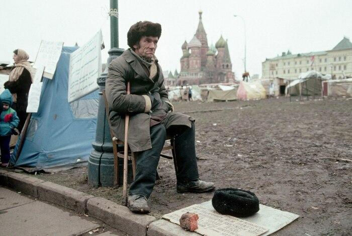 Официально нищих в СССР не было. /Фото: ic.pics.livejournal.com