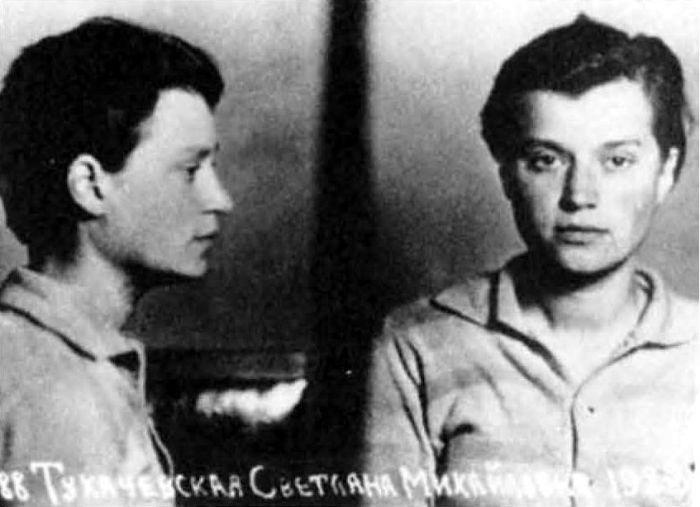 Тюремное фото дочери маршала. 1944 год./Фото: ru.openlist.wiki#utm_source=googlier.com/page/2019_10_08/18636&utm_campaign=link&utm_term=googlier&utm_content=googlier.com