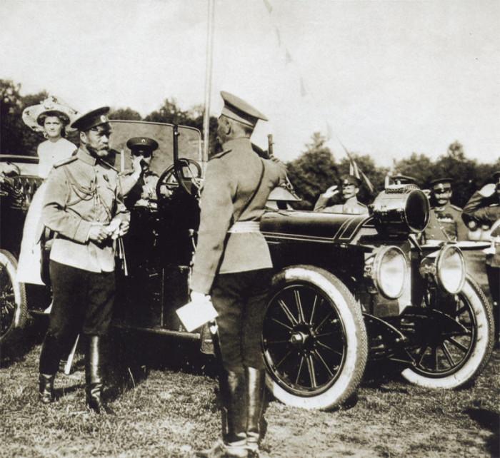 По политическим соображениям Николай II предпочитал открытые автомобили. Царь считал, что должен быть виден народу./Фото: mtdata.ru