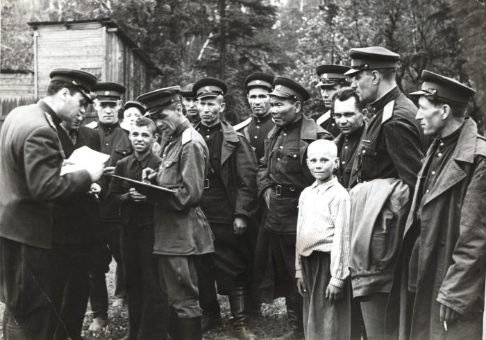 Работа милиции с беспризорниками. /Фото: lh4.googleusercontent.com