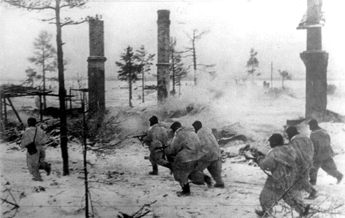 Бойцы Волховского фронта в наступлении во время прорыва блокады Ленинграда./Фото: skurkis.com