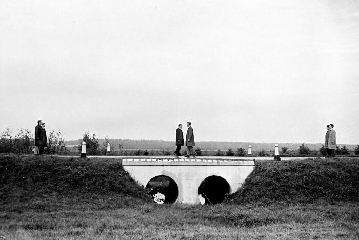 Обмен на Глиникском мосту: кадр из фильма «Мертвый сезон». /Фото: cdni.rbth.com