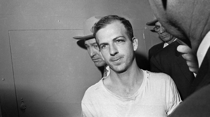 Ли Харви Освальда арестовали спустя час и двадцать минут после убийства Кеннеди. /Фото: img.gazeta.ru