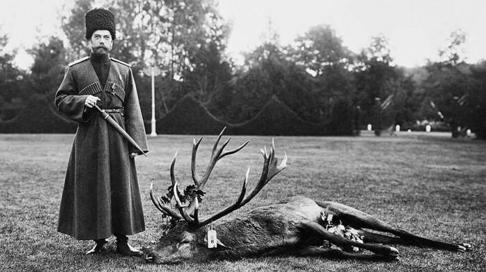 Николай II на охоте со своим трофеем. /Фото: logoslovo.ru