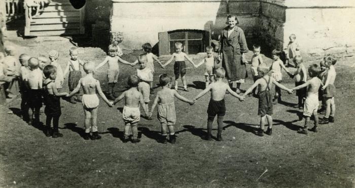 После платных появились народные детские сады, доступные бедным. /Фото: gornovosti.ru