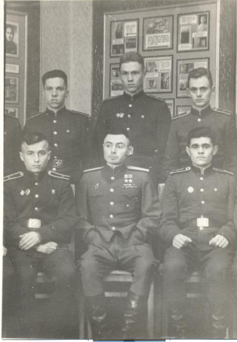 Василий Степанович в родном артиллерийском училище. 1953 год. /Фото: svaku.ru