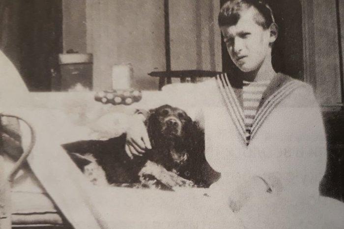 Алексей Николаевич со спаниелем Джоем в Ливадии. Октябрь 1913 г./Фото: img.rg.ru