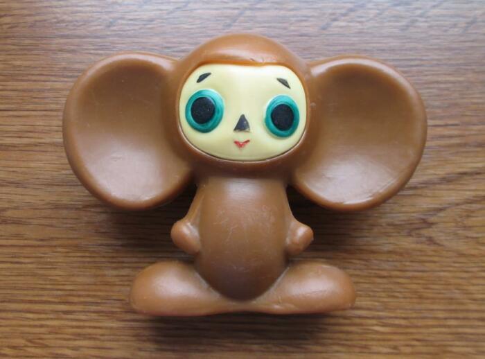 Чебурашка был почти у каждого ребенка — пластиковый, меховой, резиновый. /Фото: static.auction.ru