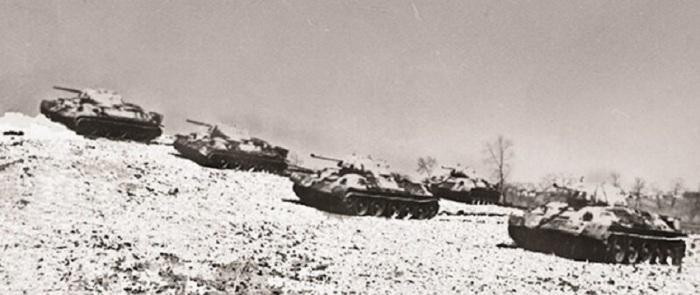 Из семи брошенных на врага танков остался один. /Фото: i.pinimg.com