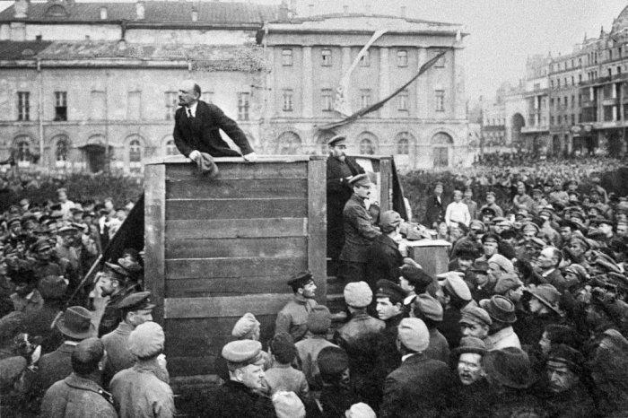 Матросы обратились к советскому правительству с требованием выполнять Конституцию, предоставить те права и свободы, о которых Ленин говорил в 1917 году./Фото: img.rg.ru