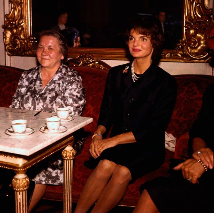 Первые леди СССР и США: Нина Хрущёва и Жаклин Кеннеди (Вена, Австрия, июнь 1961 года)./Фото: mtdata.ru