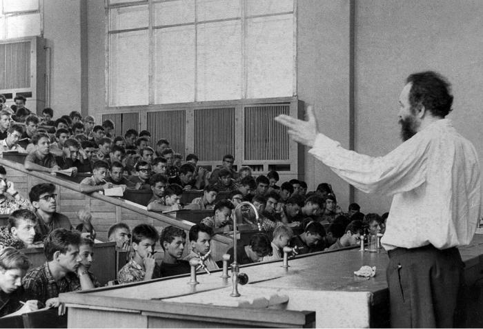 Во время лекций студенты старались сохранять тишину и внимательно слушать преподавателя. /Фото: journals.eco-vector.com