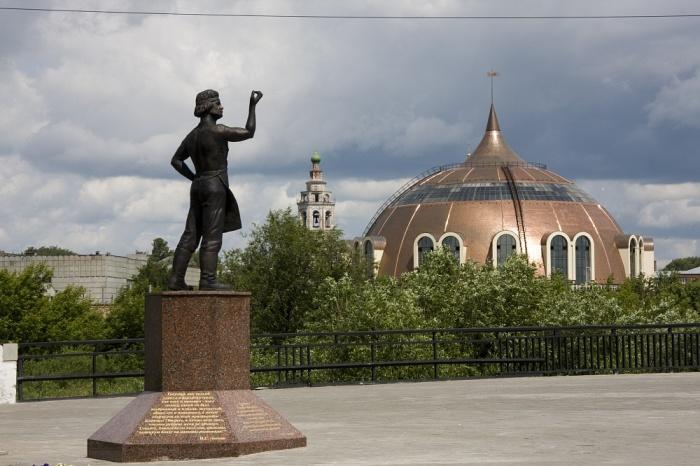 Тула, памятник Левше./Фото: s10.stc.all.kpcdn.net